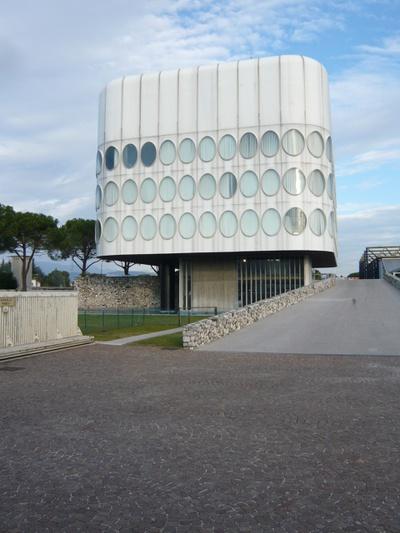 Bürogebäude der Möbelfabrik Snaidero von Angelo Mangiarotti in Manjano bei Udine